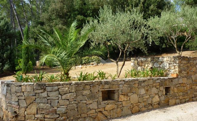 Réalisation de murs en pierres taillées